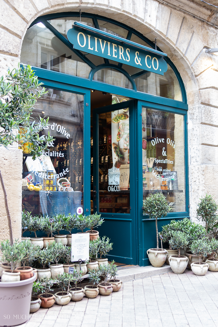 Oliviers & Co in Bordeaux storefront.