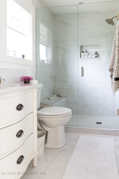 Bathroom Minimalism – How I Organize My Small Bathrooms