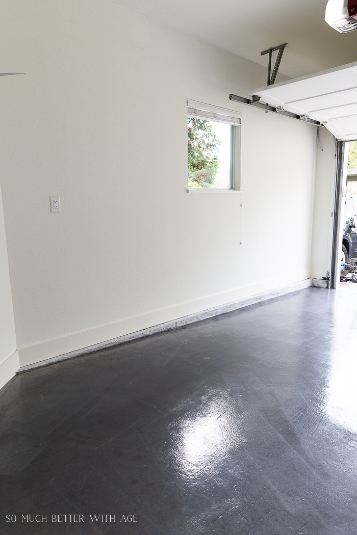 Garage with grey floor.
