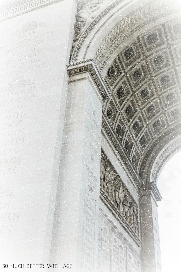 Snowy Arc d'Triomphe.