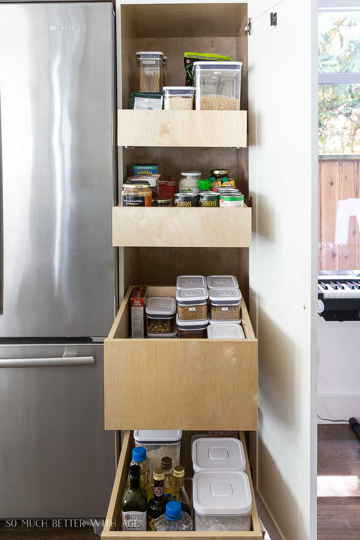 Organized pantry in nice containers.