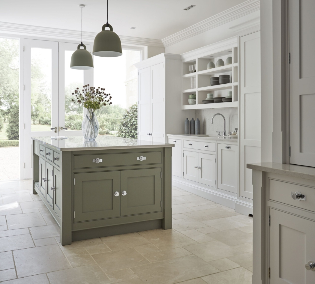 European Decorating Style designed by Tom Howley.